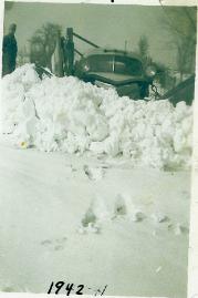 Robertson Family, 1942 Snow
